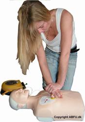 Førstehjælp ved Hjertestop - Øvelse i Hjerte-Lunge-redning (HLR)